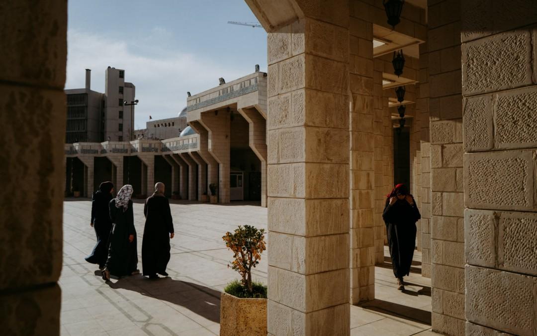 Amman = 3B Beton, Brud, Bałagan